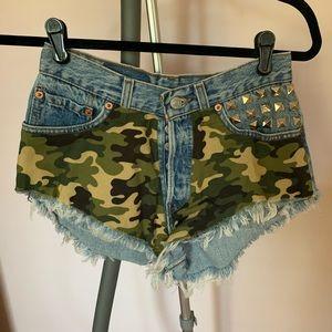 runway dreamz army shorts with rock stud sz 23